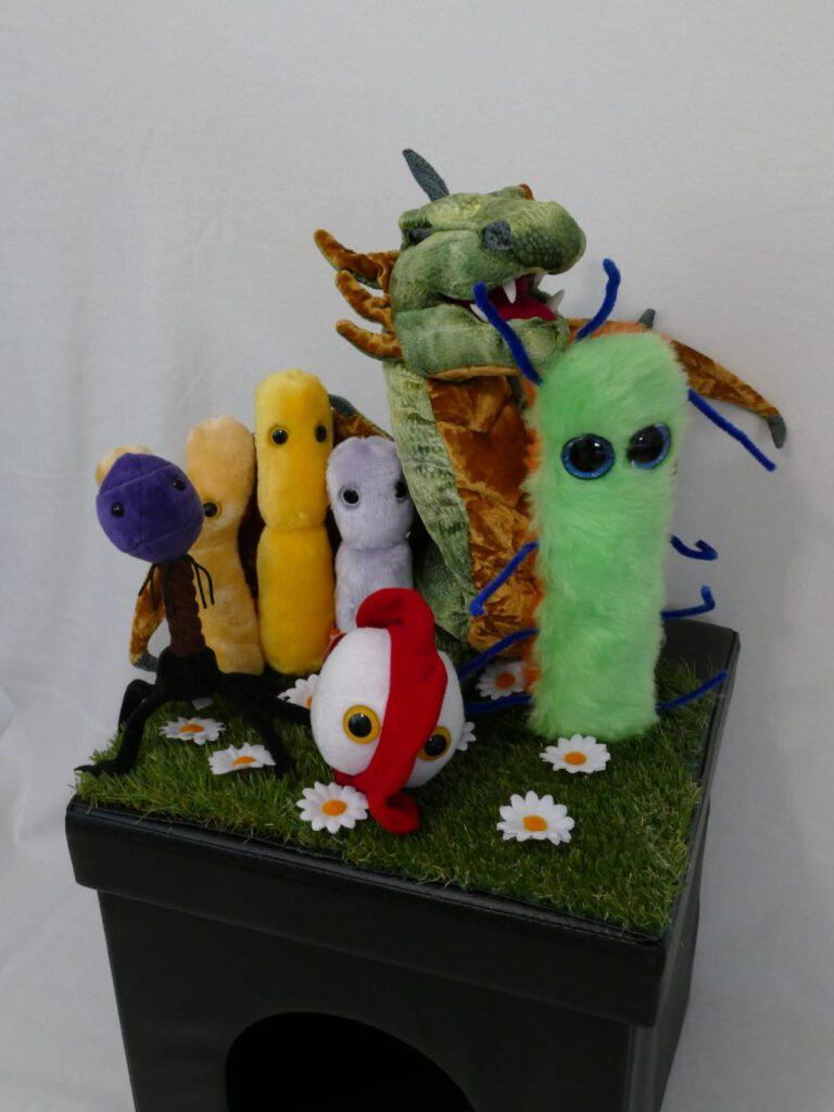 Tschillieblu mit seinen Freunden auf der Zauberhöhle